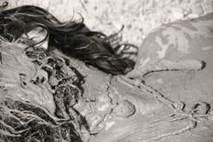 Ένα άτομο που καλύπτεται στη λάσπη Στοκ φωτογραφία με δικαίωμα ελεύθερης χρήσης