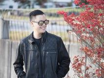 Ένα άτομο που χαλαρώνει με μια όμορφη Ιαπωνία, δέντρο φθινοπώρου Nikko Εστίαση στο πρότυπο Στοκ φωτογραφία με δικαίωμα ελεύθερης χρήσης