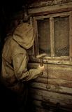 Ένα άτομο σε ένα αδιάβροχο Στοκ Φωτογραφίες