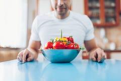 Ένα άτομο στο σπίτι σε μια διατροφή στοκ φωτογραφία με δικαίωμα ελεύθερης χρήσης