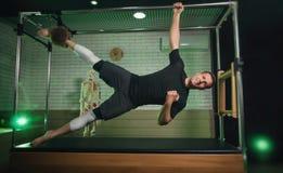 Ένα άτομο συμμετέχει σε Pilates Ικανότητα και αθλητισμός Στοκ Εικόνες