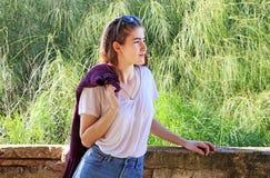 Ένα έφηβη κοιτάζει προς τα εμπρός στοκ εικόνα με δικαίωμα ελεύθερης χρήσης