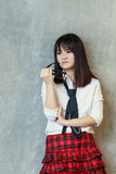 Ένα έφηβη που κλίνει σε έναν τοίχο στοκ εικόνα με δικαίωμα ελεύθερης χρήσης