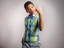 Ένα αγόρι που απειλεί με την πυγμή του Στοκ Εικόνες
