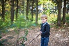 Ένα αγόρι χτυπά Στοκ Εικόνες