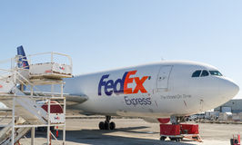 Αεροπλάνο μεταφοράς εμπορευμάτων της Fedex Στοκ φωτογραφία με δικαίωμα ελεύθερης χρήσης
