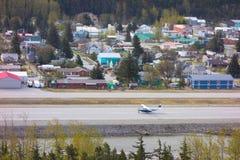 Ένα αεροσκάφος χρησιμοποίησε για την επίσκεψη προσγειωμένος σε skagway Στοκ Φωτογραφία