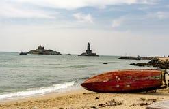 Ένα αλιευτικό σκάφος που τίθεται όρθιο, από τους ψαράδες στοκ φωτογραφίες με δικαίωμα ελεύθερης χρήσης