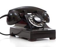 Ένα αναδρομικό μαύρο περιστροφικό τηλέφωνο σε ένα άσπρο υπόβαθρο στοκ φωτογραφία με δικαίωμα ελεύθερης χρήσης