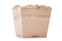Ένα ανοιγμένο κιβώτιο για τα πολύχρωμα παιχνίδια, φραγμοί και κύβοι, που απομονώνονται σε ένα άσπρο υπόβαθρο Ένα ξύλινο στήθος γι Στοκ Εικόνα