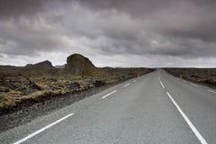 Ένα ανοικτό τέντωμα του δρόμου στην Ισλανδία στοκ εικόνα