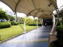 Ένα ανυψωμένο υπαίθριο πάρκο κάλεσε τον κήπο ουρανού στο Βορρά Edsa πόλεων SM Στοκ Εικόνες