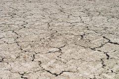 Ένα απόλυτο ξηρό έδαφος με τις διασπάσεις Στοκ Φωτογραφία