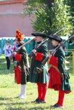 Ένα απόσπασμα των μελών της λέσχης των στρατιωτικών reenactors της φρουράς του φρουρίου (μουσείο πόλεων) Στοκ Φωτογραφίες