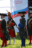 Ένα απόσπασμα των μελών της λέσχης των στρατιωτικών reenactors της φρουράς του φρουρίου (μουσείο πόλεων) Στοκ Εικόνες