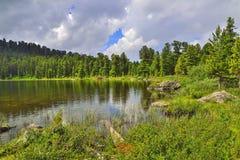 Ένα από επτά βουνά Altai lakesin Karakol βουνών, Ρωσία στοκ φωτογραφίες με δικαίωμα ελεύθερης χρήσης