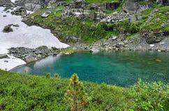 Ένα από επτά βουνά Altai lakesin Karakol βουνών, Ρωσία Στοκ φωτογραφία με δικαίωμα ελεύθερης χρήσης