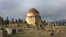 Ένα από τα αρχαία μαυσωλεία του συγκροτήματος του Eddie Gumbez στο παλαιό μουσουλμανικό νεκροταφείο Shemakha, Αζερμπαϊτζάν απόθεμα βίντεο