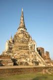 Ένα από τα τρία αρχαία stupas του βουδιστικού Si Sanphet Wat Phra ναών στις ακτίνες του ήλιου ρύθμισης ayutthaya Ταϊλάνδη Στοκ εικόνα με δικαίωμα ελεύθερης χρήσης