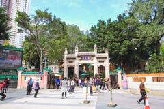 Ένα από το άγαλμα χαλκού δύο δράκων στη κυρία είσοδος σε Sik Sik Yuen Wong Tai Sin Temple Στοκ φωτογραφία με δικαίωμα ελεύθερης χρήσης