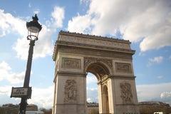 Ένα από το ελκυστικότερο ορόσημο για τον τουρισμό στο Παρίσι, Γαλλία, Arc de Triomphe, Ευρώπη, ηλιόλουστη ημέρα, θαυμάσιο, αρχαίο Στοκ Εικόνα