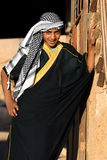 Ένα αραβικό αγόρι θέτει για μια φωτογραφία στην πόρτα στο σπίτι του σε Harran στην Τουρκία Στοκ Φωτογραφίες