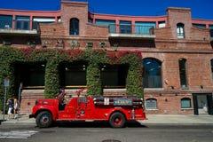 Ένα αυτοκίνητο στην οδό του Σαν Φρανσίσκο Στοκ εικόνες με δικαίωμα ελεύθερης χρήσης