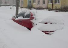 Ένα αυτοκίνητο snowdrift στοκ φωτογραφίες με δικαίωμα ελεύθερης χρήσης