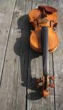 Ένα βιολί και η σκιά του Στοκ φωτογραφία με δικαίωμα ελεύθερης χρήσης