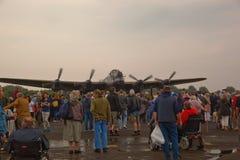 Ένα βομβαρδιστικό αεροπλάνο του Λάνκαστερ επιδεικνύει αυτό είναι δύναμη μηχανών Στοκ Φωτογραφίες