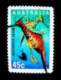Ένα γραμματόσημο που τυπώνεται στην Αυστραλία παρουσιάζει μια εικόνα του χορταριασμένου δράκου θάλασσας στην αξία στο σεντ 45 στοκ εικόνες με δικαίωμα ελεύθερης χρήσης