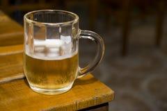 Ένα γυαλί με την μπύρα Στοκ φωτογραφία με δικαίωμα ελεύθερης χρήσης