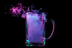 Ένα γυαλί με το ζωηρόχρωμο καπνό στοκ εικόνες με δικαίωμα ελεύθερης χρήσης