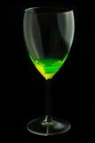 Ένα γυαλί κρασιού με ένα απόκρυφο ρευστό Στοκ φωτογραφίες με δικαίωμα ελεύθερης χρήσης