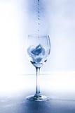 Ένα γυαλί με το νερό και τον πάγο Στοκ Εικόνες