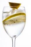Ένα γυαλί με το νερό, τον πάγο και το λεμόνι Στοκ φωτογραφίες με δικαίωμα ελεύθερης χρήσης