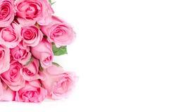 ένα γλυκό ρόδινο πέταλο τριαντάφυλλων ανθοδεσμών στο άσπρο υπόβαθρο, ειδύλλιο Στοκ φωτογραφία με δικαίωμα ελεύθερης χρήσης