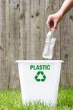 Ένα δοχείο ανακύκλωσης έξω στοκ φωτογραφίες