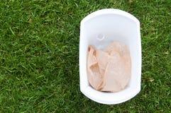 Ένα δοχείο ανακύκλωσης έξω στοκ φωτογραφίες με δικαίωμα ελεύθερης χρήσης
