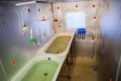 Ένα δωμάτιο για τα αυξανόμενα τηγανητά ψαριών Λουτρό για τα τηγανητά Ένας ψάρι-βρεφικός σταθμός Στοκ φωτογραφίες με δικαίωμα ελεύθερης χρήσης