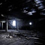 Ένα εγκαταλειμμένο δωμάτιο με μια παλαιά ξύλινη δομή Στοκ φωτογραφία με δικαίωμα ελεύθερης χρήσης