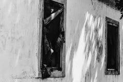 Ένα εγκαταλειμμένο σπίτι και ένα χαλασμένο σπίτι Που απαιτείται Στοκ Εικόνες