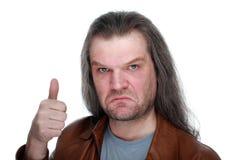 Ένα ενήλικο άτομο με τις μακρυμάλλεις σοβαρά επιδείξεις συμπαθεί, έγκριση, κάνει Στοκ Εικόνα