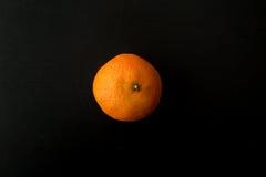 Ένα ενιαίο πορτοκάλι κλημεντινών, από την πλευρά Στοκ Εικόνα