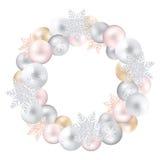 Ένα εορταστικό στεφάνι των παιχνιδιών και snow-flakes Χριστουγέννων Στοκ φωτογραφία με δικαίωμα ελεύθερης χρήσης