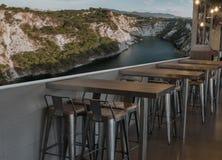 Ένα εστιατόριο με το διάστημα για τις μεγάλες ετικέτες ή τις εικόνες Στοκ Εικόνες