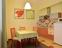 Ένα εσωτερικό της κουζίνας στους πράσινους τόνους santo δωματίου ξενοδοχείου στοκ εικόνα