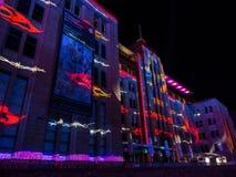 """Ένα ετήσιο υπαίθριο φεστιβάλ φωτισμού με τις immersive ελαφριές εγκαταστάσεις και τις προβολές """"ζωηρό Σίδνεϊ """" στοκ εικόνες"""