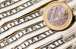 Ένα ευρο- και τραπεζογραμμάτια δολαρίων Στοκ Φωτογραφίες