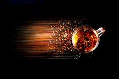 Ένα ευώδες φλυτζάνι του τσαγιού στον πίνακα Στοκ Φωτογραφίες